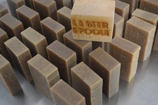 Si vous êtes micro-brasseur, pourquoi ne pas ajouter un produit artisanal à votre marque dans votre 'gift-shop' ou dans votre panier de fête ? Contactez Ka Lab savonnerie pour en savoir plus. www.labeerepoque.be