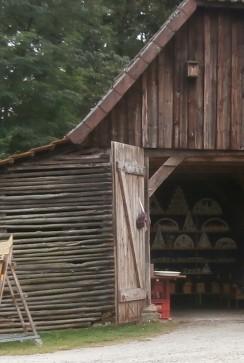 großer Holzschuppen