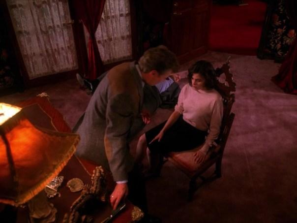 Twin-Peaks-Season-2-Episode-4-24-0456