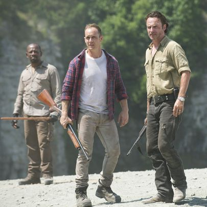 635797773053223637-The-Walking-Dead-Lennie-James-Ethan-Embry-Andrew-Lincoln