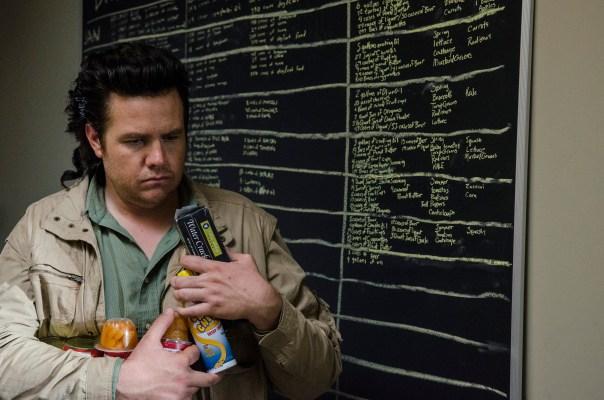Eugene-Hordes-Food-in-The-Walking-Dead-Season-6-Premiere