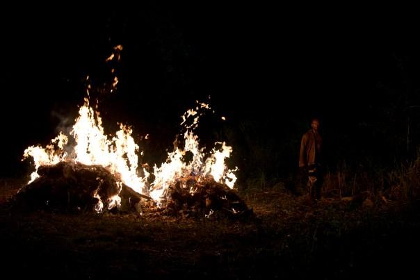 Morgan-Burns-Walkers-in-The-Walking-Dead-Season-6-Episode-4