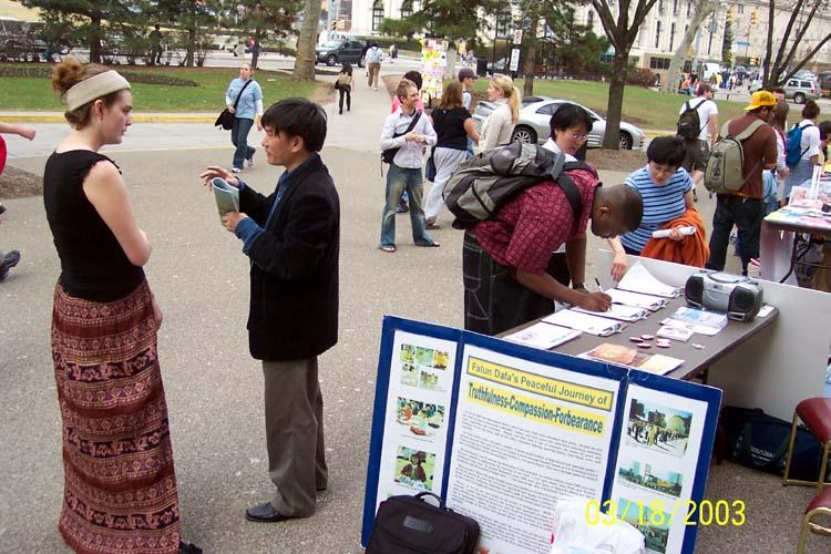 星期一 至 2003 年 3 月 21 日 星期五 在 匹茲堡 大學 校園 舉行 了 一 週 的 徵集簽名 活動