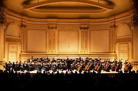 二零一二年十月二十八日,紐約卡耐基音樂廳迎來了神韻交響樂團世界首演。
