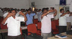 '南環鐵路培訓學院的在培官員在學煉法輪功'