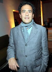 'Telefilms執行董事迭戈﹒哈拉威(DiegoHalabi)觀看神韻後表示,演出驚喜連連。'