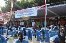 印尼天國樂團在遊行主席台前演奏。