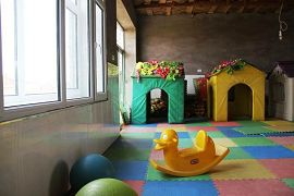 E:幼兒園的孩子的遊樂園。