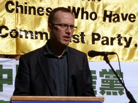 紐省綠黨議員大衛•舒博瑞傑在退黨集發表演講