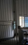 '三樓入口處緊鎖的鐵門'