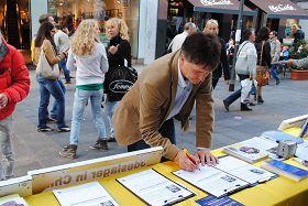 明真相後在徵簽簿上簽名支持反迫害