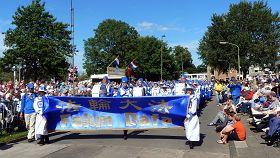歐洲天國樂團參加艾爾德鮮花節遊行