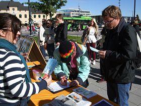 瑞典民眾簽名譴責中共迫害