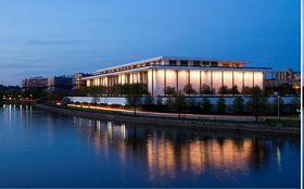 '一月二十九日至二月三日,神韻紐約藝術團在美國首都華盛頓肯尼迪藝術中心連續六天上演七場演出'