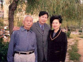 陸雪琴遭迫害前與家人在一起