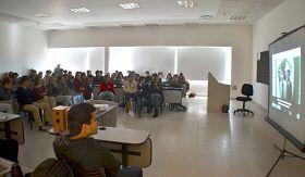 '圖6:私立大學裏的師生們認真觀看紀錄片《自由中國》'