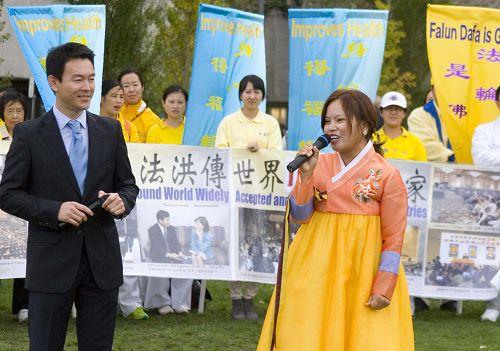 圖:韓國女學員介紹勸中國人退黨的經歷
