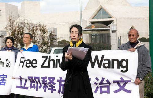 王曉丹在新聞發布會上講述了父親王治文因為堅持修煉法輪功而遭受中共迫害的經歷
