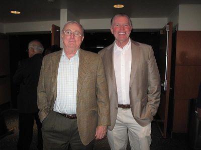 圖8:美國宇航局顧問、西部信託投資常務董事羅伯特•哈尼斯(左)和朋友