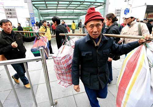 上海火車站貼心舉措為旅客驅趕寒意