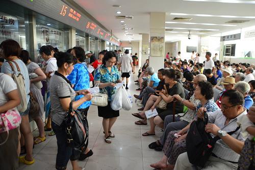 持續高溫 上海各大醫院門診量攀升