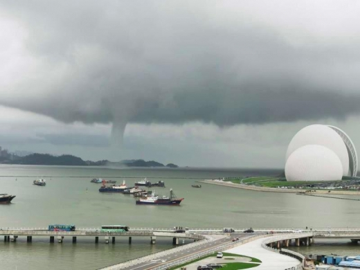 廣東省汕尾市區驚現龍捲風 首次目擊實屬罕見 | 法輪大法正見網