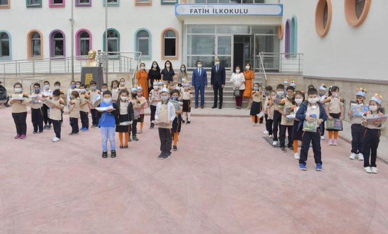 Photo of Okullar Açıldı 1.Sınıflara Ders Zili Çaldı