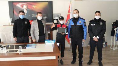 Photo of Emniyet Müdürüne Söz Verdi Tablet Hediyesini Aldı