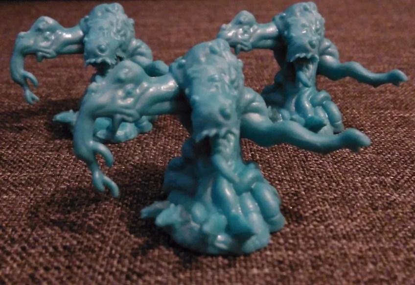 Trzy figurki Shoggothów. Są dość duże i bardzo solidne. Wykonane z dużą dozą precyzji.