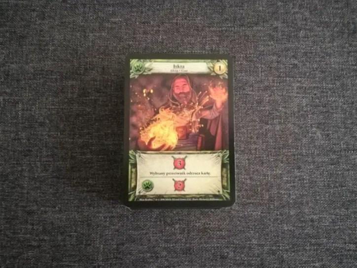 Każda karta w talii posiada przynajmniej dwie akcje które możemy aktywować jeżeli spełnimy odpowiednie warunki