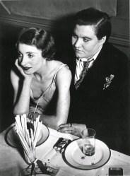 Fotopostal de una pareja de lesbianas. Francia, 1930.