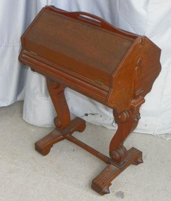 Mesa de coser victoriana. Inglaterra 1840.