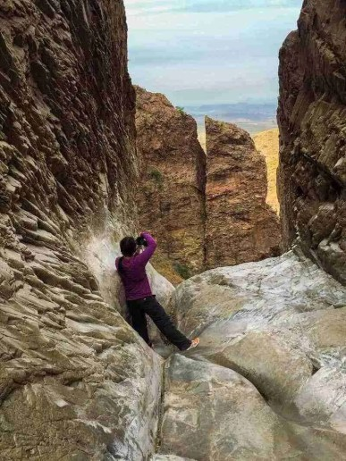Photographer in the Window Pour-Off in Big Bend