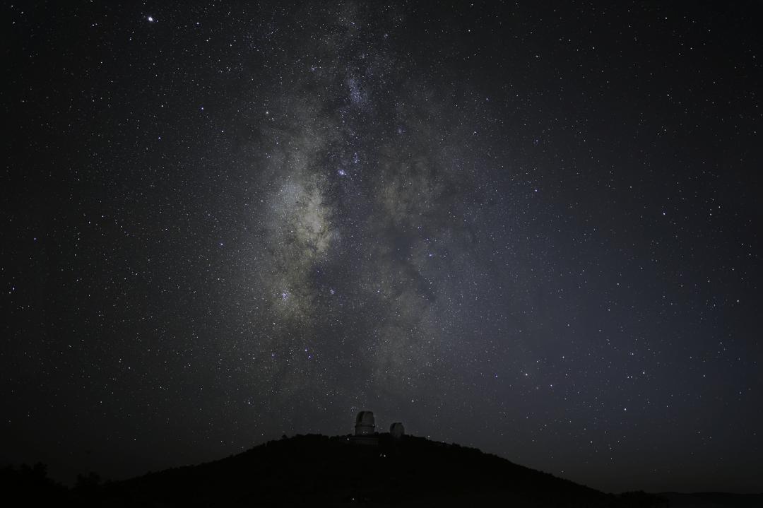 milky way over mcdonald observatory davis mountains