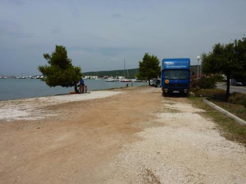 Parkplatz direkt am Wasser