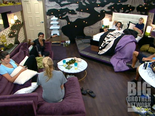 Jenn argues with Ashley on Big Brother 14