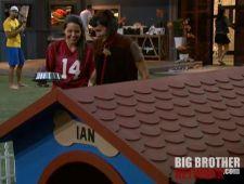 Ashley feeding Ian - Big Brother 14
