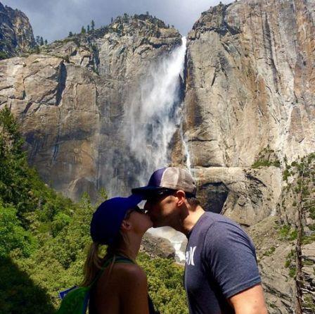 Jeff & Jordan share a kiss after hiking