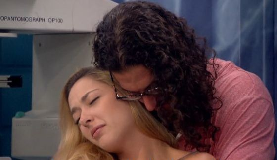 Austin holds on to Liz on Big Brother Feeds