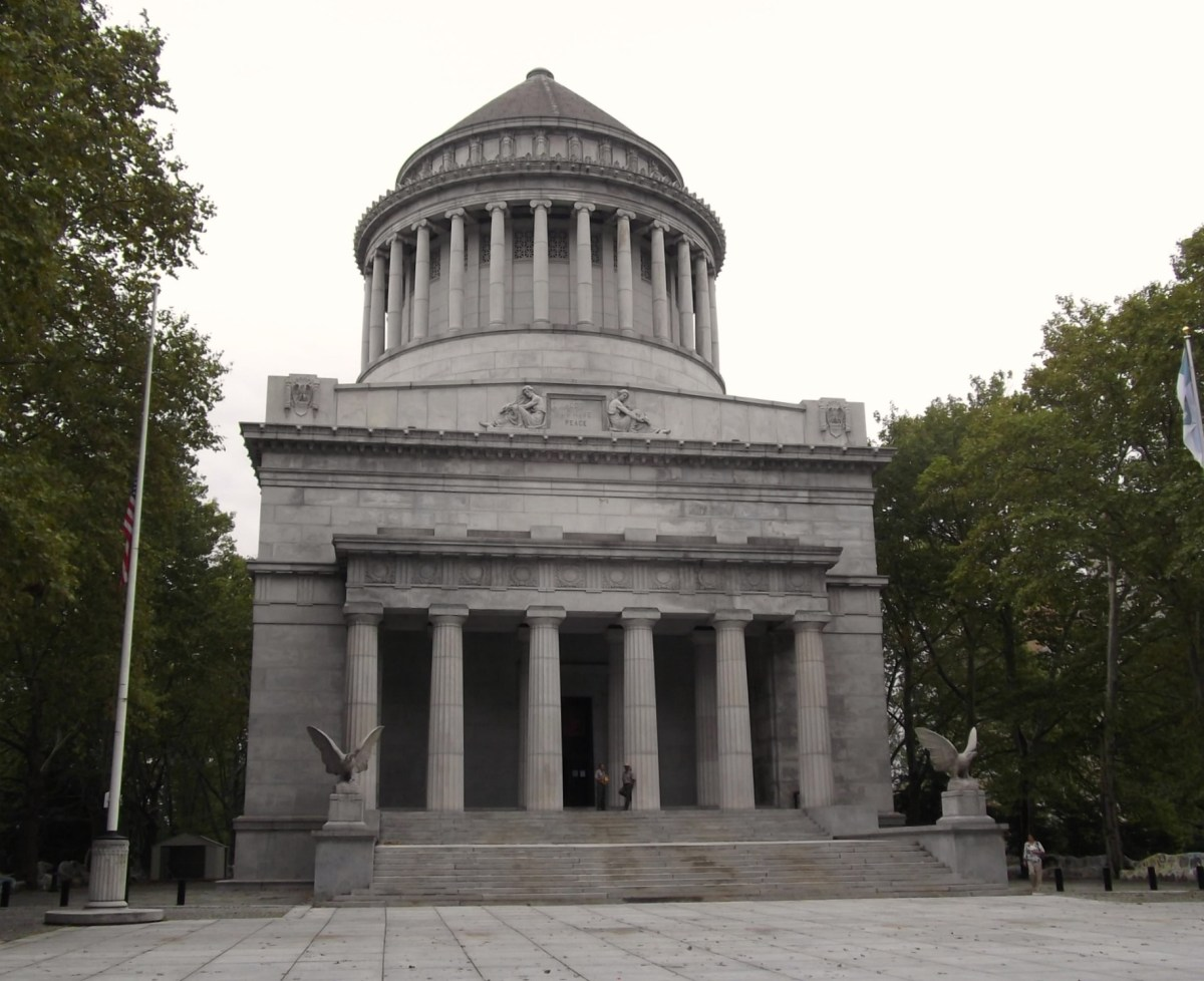 Nyc. Grants Tomb And Mosaic Benches. Big Cities. Bright