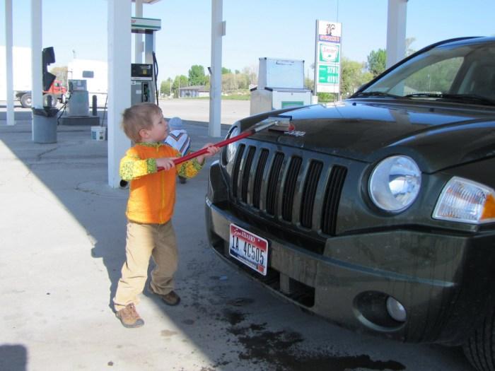 заправка авто с детьми