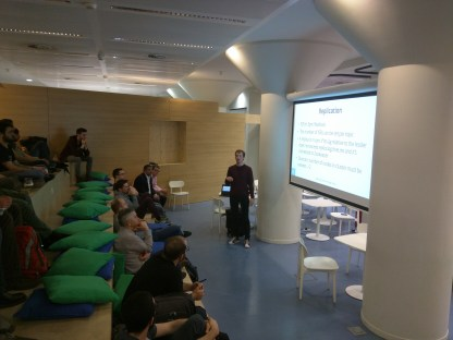 Wannes De Smet in front of a well-attended aula presenting on Apache Kafka and its performance