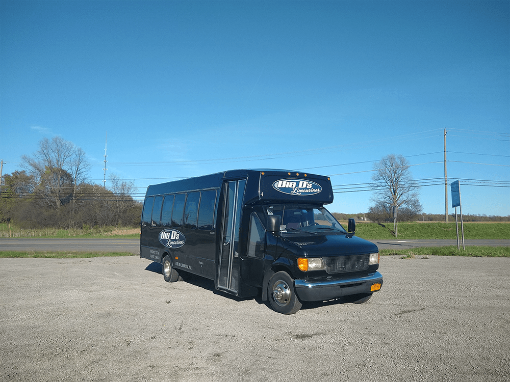 450 Black CLEAN 27in wide 72dpi 05 10 19 - 18 Passenger<br>450 Party Bus</br>Limo #4