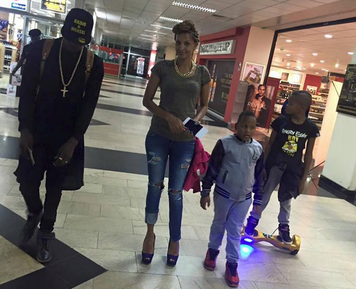 Chameleone goes shopping with his family