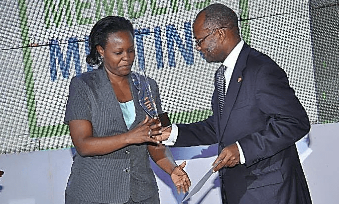 Airtel Uganda Human Resource Director Flavia Ntambi receives the 1st Runner Up in the GOLD Category Award at NSSF's 3rd Annual Members Meeting.