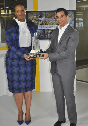 MTN Cameroon CEO, Philisiwe Sibiya receives the 2015 Y'ello Care trophy from MTN Group Chief HR and Corporate Affairs Officer, Paul Norman.
