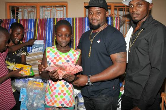 TMT's Cameroon Gitawo Donates to the Triplets Foundation.