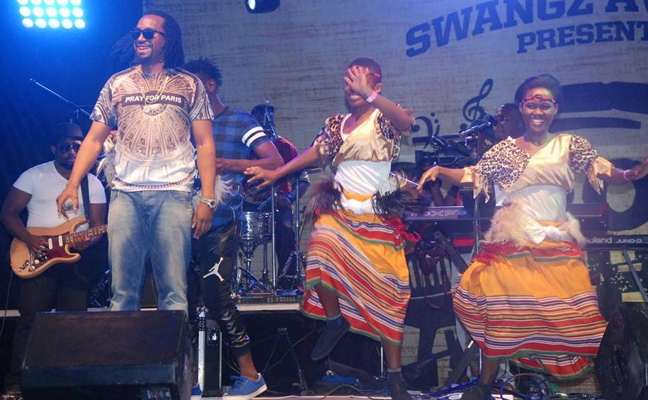 Navio performs at Roast and Rhyme