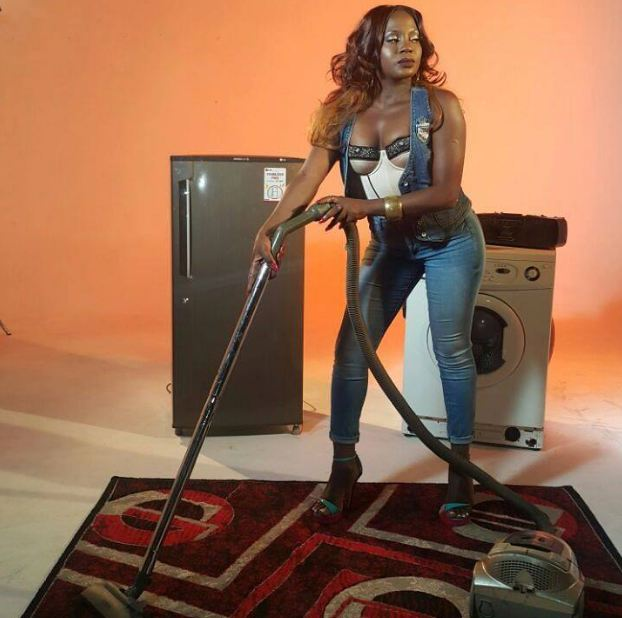 "Iryn Namubiru shoots ""Nteredde"" video."