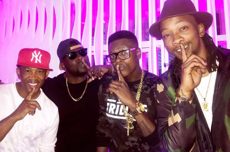 Chameleone hangs out with Uhuru and Mafikizolo